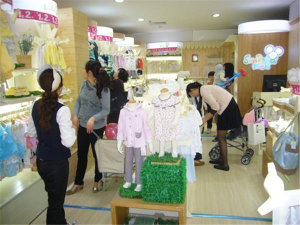 阳光鼠童装店铺展示