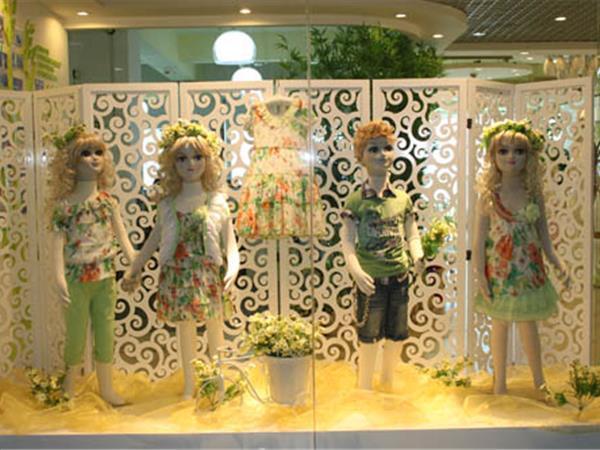 青青果童装店铺展示