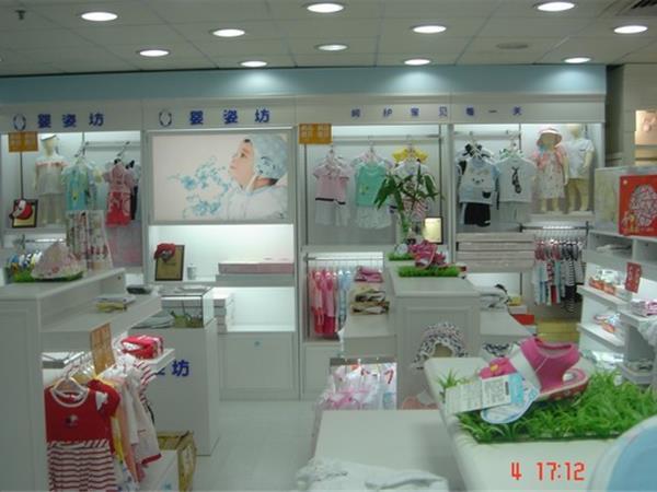 婴姿坊童装店铺展示
