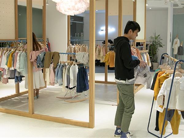 洛小米童装店铺展示