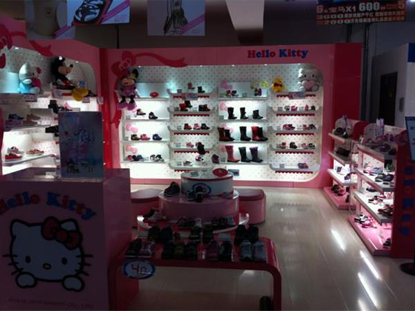 凯蒂猫童鞋童装店铺展示