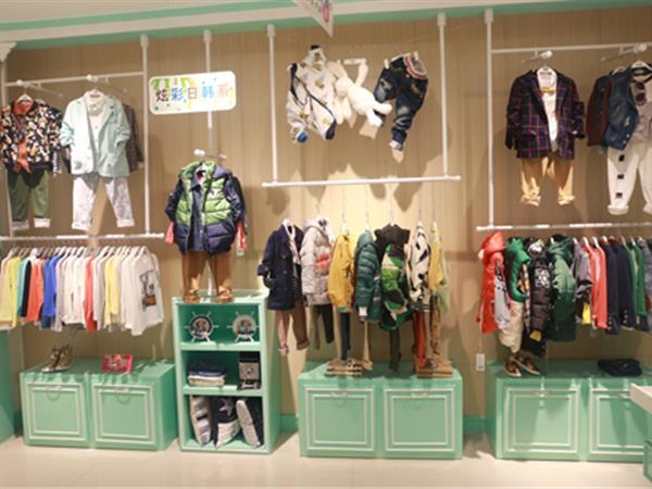 芭乐兔童装店铺展示