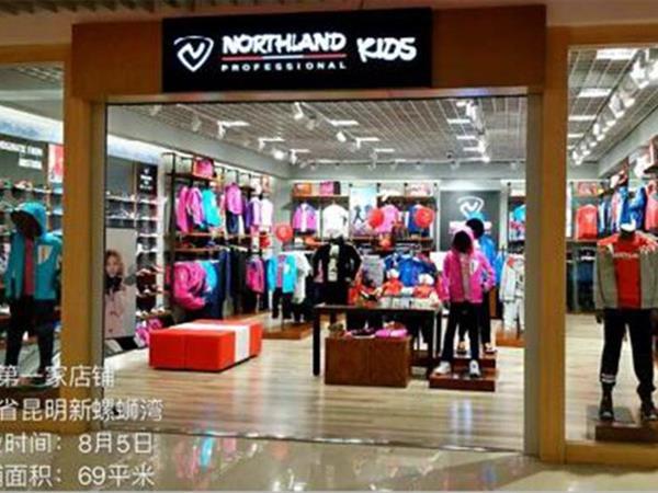 诺诗兰童装店铺展示