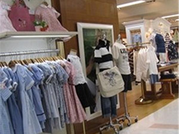 迪尼巴拉童装店铺展示
