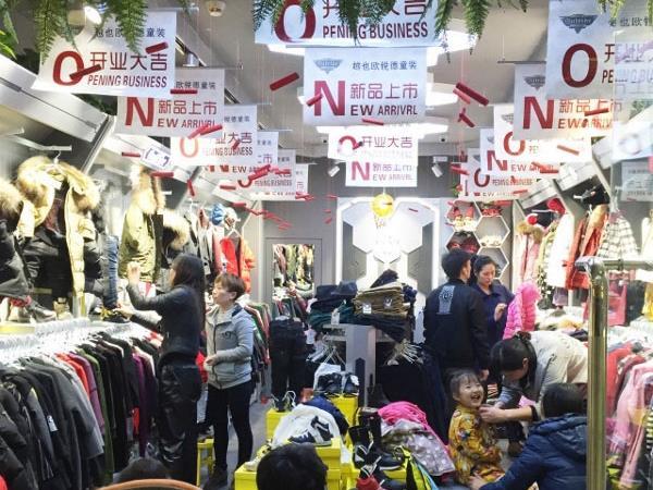越也童装店铺展示