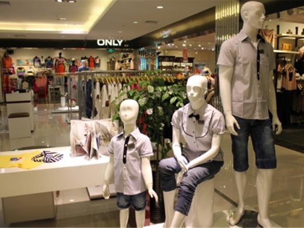 上流家族童装店铺展示
