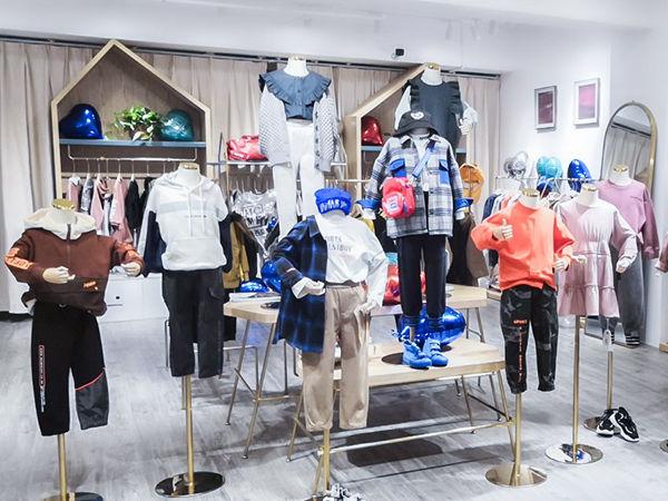 玛卡西童装店铺展示